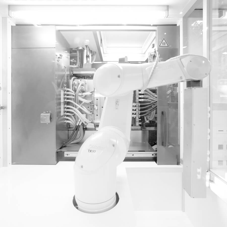 robot-in-cleanroom-k